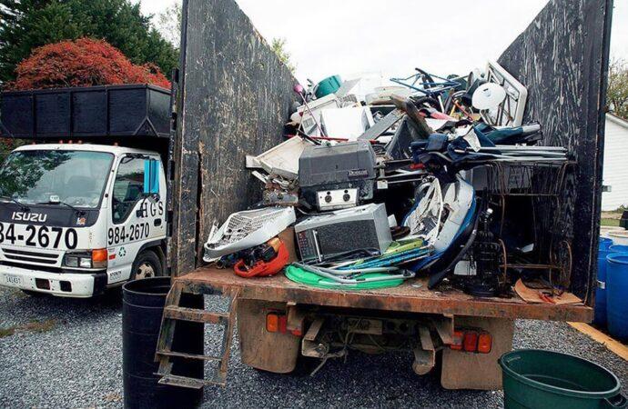 Junk Hauling-Roanoke Dumpster Rental & Junk Removal Services-We Offer Residential and Commercial Dumpster Removal Services, Portable Toilet Services, Dumpster Rentals, Bulk Trash, Demolition Removal, Junk Hauling, Rubbish Removal, Waste Containers, Debris Removal, 20 & 30 Yard Container Rentals, and much more!