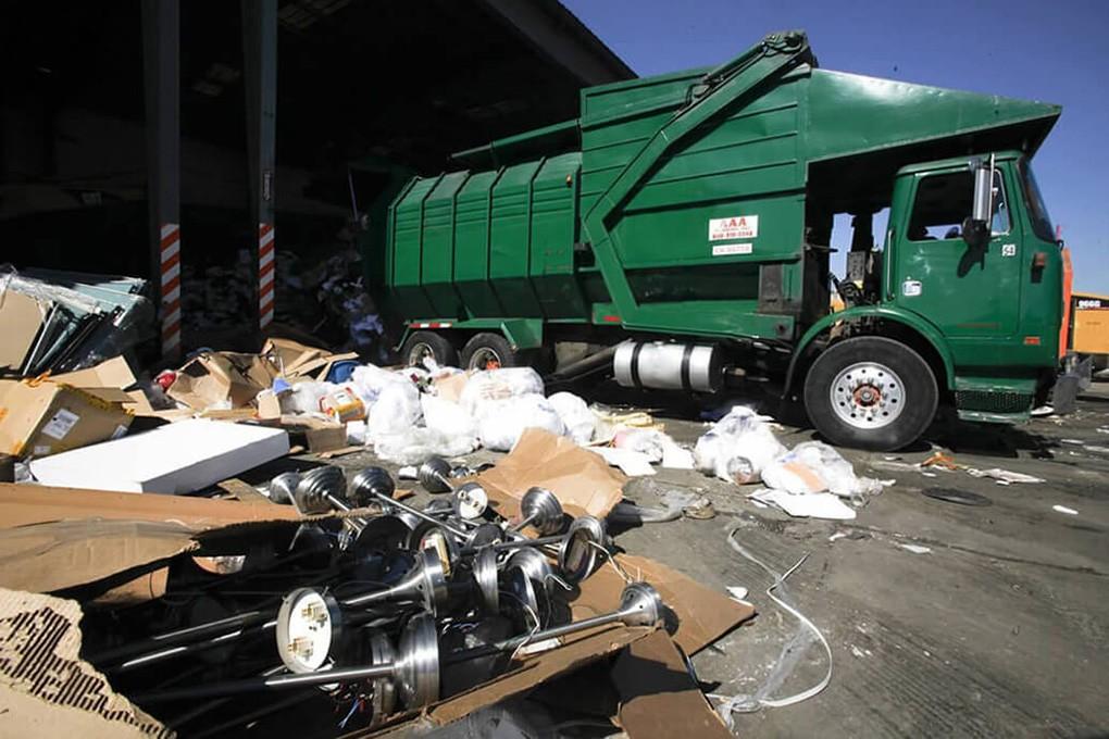 Trash Hauling-Roanoke Dumpster Rental & Junk Removal Services-We Offer Residential and Commercial Dumpster Removal Services, Portable Toilet Services, Dumpster Rentals, Bulk Trash, Demolition Removal, Junk Hauling, Rubbish Removal, Waste Containers, Debris Removal, 20 & 30 Yard Container Rentals, and much more!